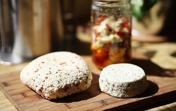 Veja o passo a passo para fazer queijo em casa e saiba mais sobre maturação
