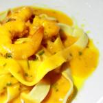 Fettucine ao creme de abóbora e camarão.