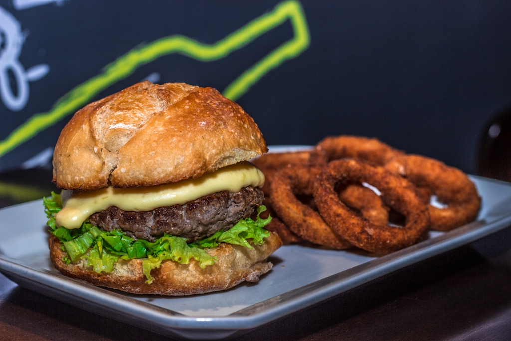Burger Yellow Easy Foods (1024x683)