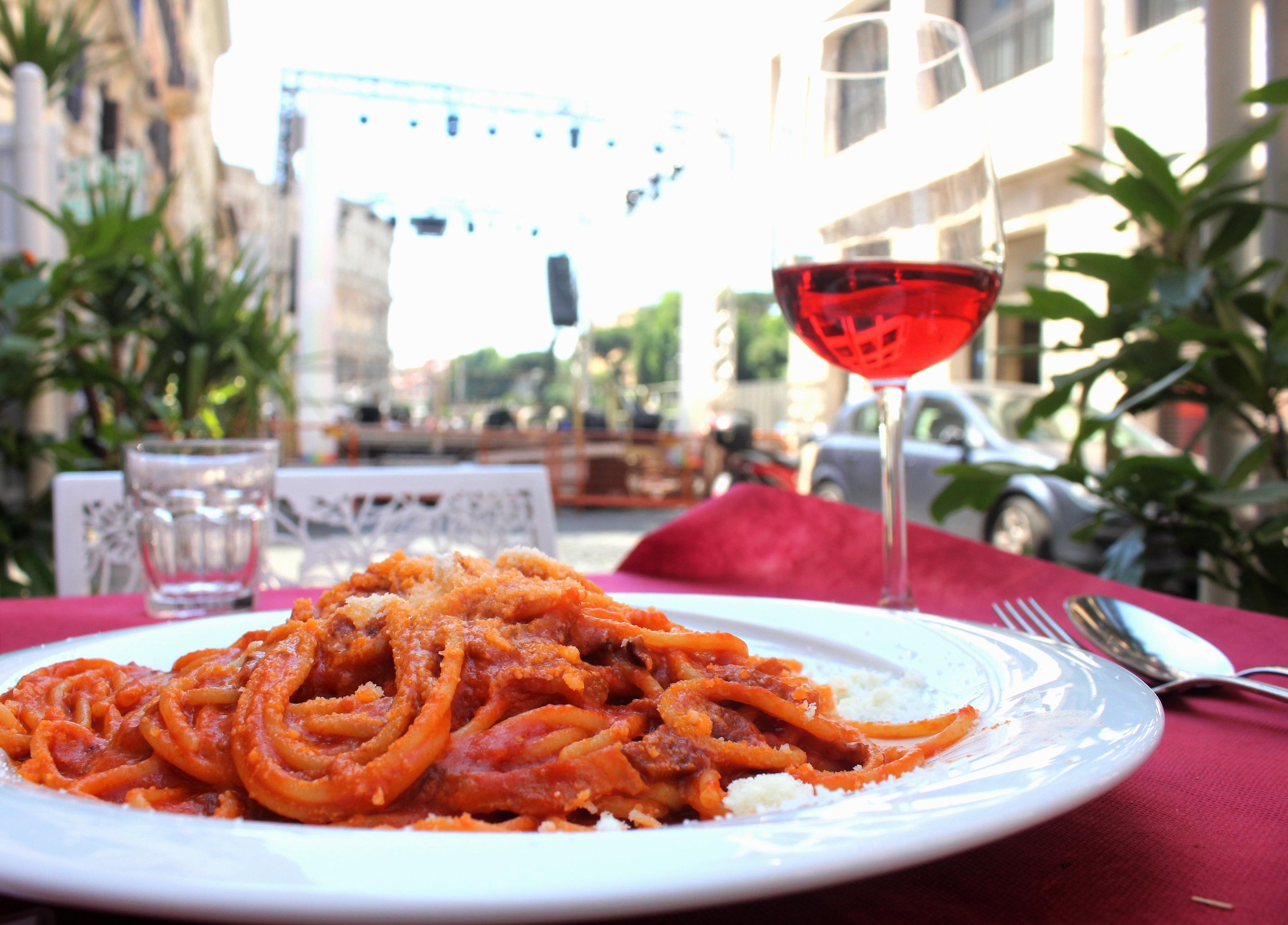 Spaghetti Alla Amatriciana. Volare. Foto Repórter Gourmet.