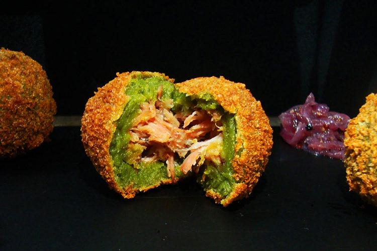 Receita do Pinho: Bolinho de taioba com chutney de cebola roxa