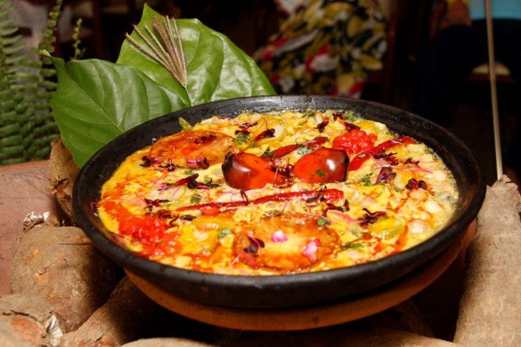 Moqueca de preguari, taioba, mape, mamão verde e maxixe do chef Beto Pimentel. Foto: Divulgação.