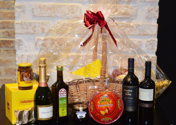 NATAL: Chez Cohen oferece cestas com vinho e chocolate Havanna