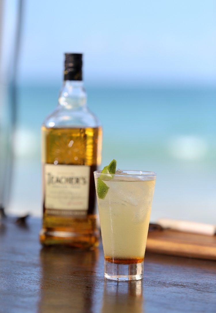 Além do gelo: aprendar a fazer drinks com whisky