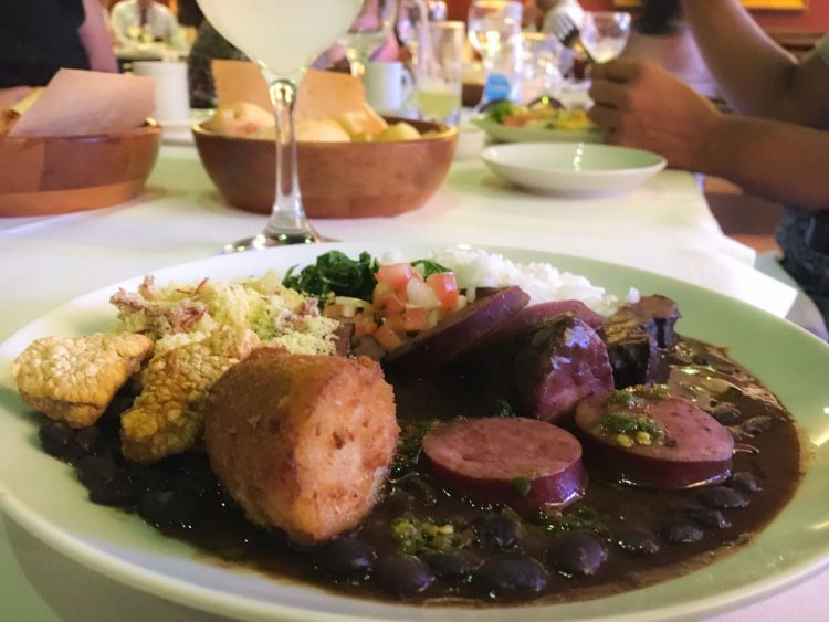 Barbacoa lança buffet de feijoada