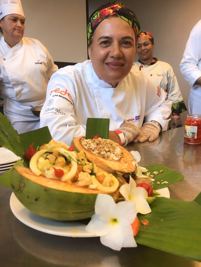 Purê de bacalhau com aipim, moqueca de coco verde e camarão rosa acompanhados de farofa de tapioca com castanha. Prato preparado pela chef Márcia Marques. Foto: Repórter Gourmet.