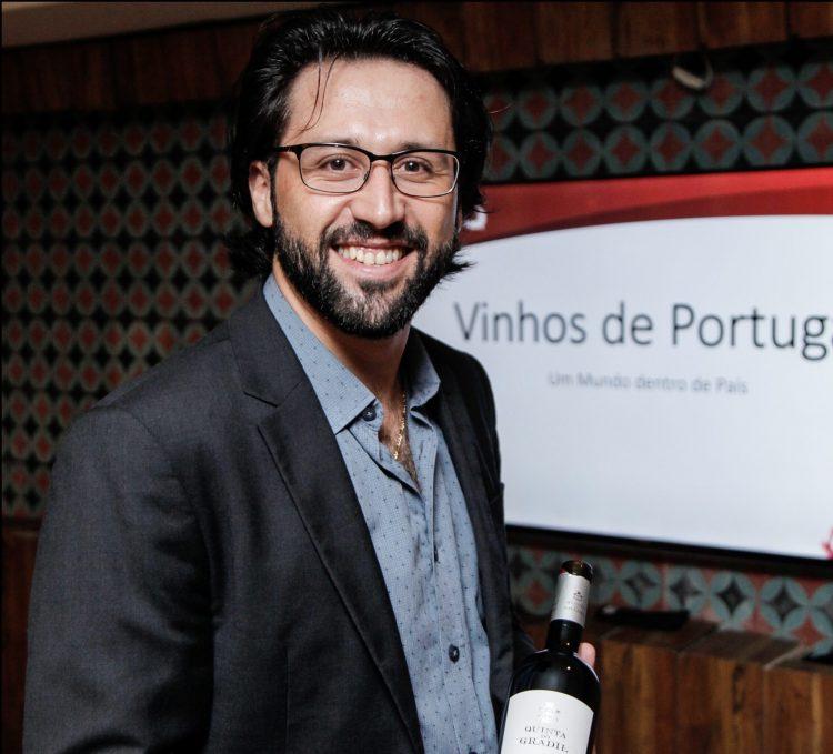 Sommelier Pedro Luz realiza curso sobre vinhos para comunicadores
