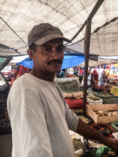 Aprendi com seu Paulo para que serve diversas cascas de árvores nativas que ele tem em sua propriedade, em Itaíba (PE). Entre elas: casca de Mororó (diabetes); Pau D'arco roxo (hematomas); Umburana de cheiro (catarro) e Pitó (colocar na cachaça).